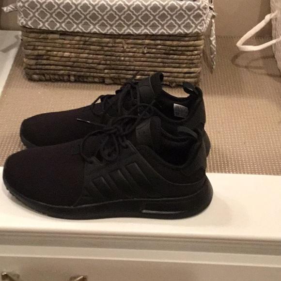 Adidas boys size 7 black XPLRJ shoe